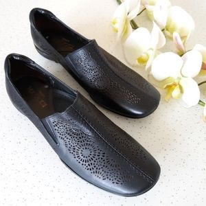 Sesto Meucci perforated leather comfort loafer